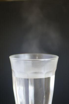 白湯の効果で腹痛もすぐにシャットアウト!美容にもゼッタイおすすめな飲み方作り方!